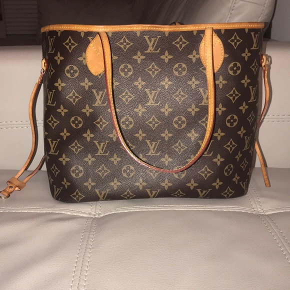 e9a957ffeee Louis Vuitton Handbags - Black friday sale🔥Louis Vuitton hand bag🔥